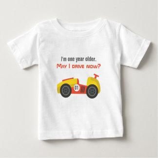 Camiseta Para Bebê Carro de corridas, menino do aniversário, idoso