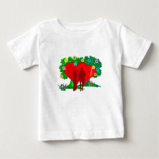 Camiseta Para Bebê casais no coração e em flores vermelhos