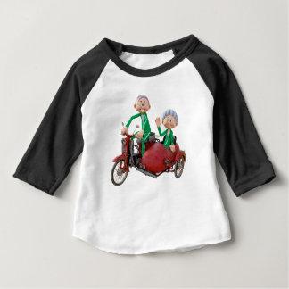 Camiseta Para Bebê Casal mais idoso em um Moped com side-car