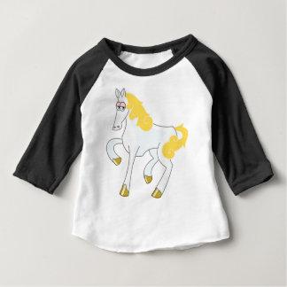 Camiseta Para Bebê Cavalo branco com juba do ouro
