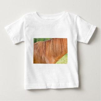 Camiseta Para Bebê Cavalo marrom árabe na ideia do fim do pasto da