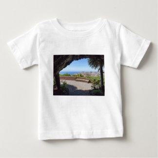 Camiseta Para Bebê Cave a probabilidade no mar e na vila em Madeira