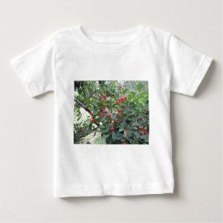 Camiseta Para Bebê Cerejas vermelhas de Montmorency na árvore no