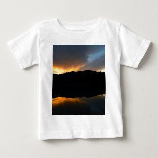 Camiseta Para Bebê céu no espelho