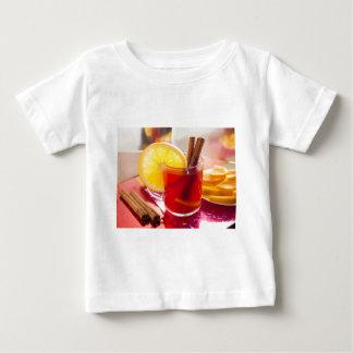 Camiseta Para Bebê Chá do citrino da fruta com canela e laranja