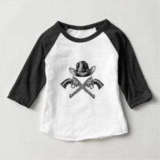 Camiseta Para Bebê Chapéu de vaqueiro e armas cruzadas