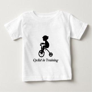 Camiseta Para Bebê Ciclista no treinamento