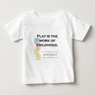 Camiseta Para Bebê Citações de Piaget - o jogo é o trabalho da