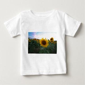 Camiseta Para Bebê Close up do girassol