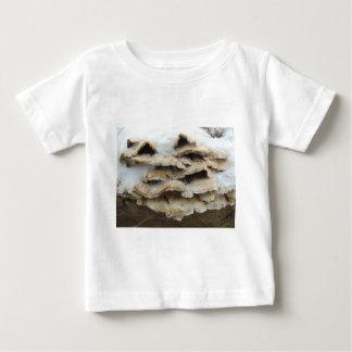 Camiseta Para Bebê Cogumelos no inverno