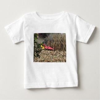 Camiseta Para Bebê Colheita do milho da colheita mecanizada no campo
