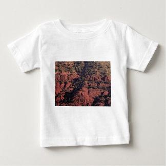 Camiseta Para Bebê colisões e protuberâncias na rocha vermelha
