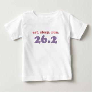 Camiseta Para Bebê coma o funcionamento 26,2 do sono