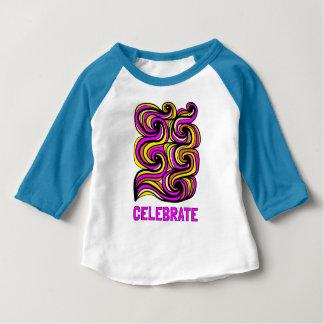 """Camiseta Para Bebê """"Comemore"""" o t-shirt do Raglan do bebê 3/4"""