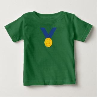 Camiseta Para Bebê Comensal da galinha do vencedor do vencedor