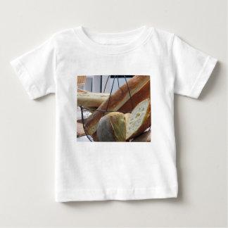 Camiseta Para Bebê Composição com tipos diferentes de pão cozido