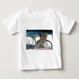 Camiseta Para Bebê Conduzindo Doris