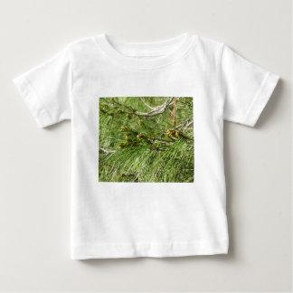 Camiseta Para Bebê Cones imaturos do homem ou do pólen do pinheiro
