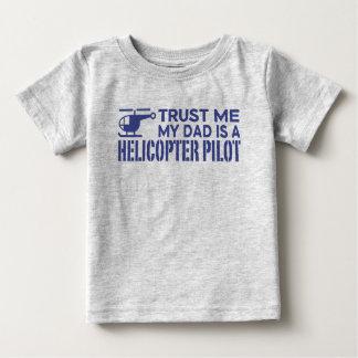 Camiseta Para Bebê Confie que eu meu pai é um piloto do helicóptero