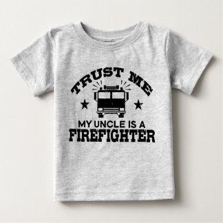 Camiseta Para Bebê Confie que eu meu tio é um sapador-bombeiro
