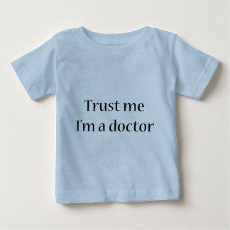 Camiseta Para Bebê Confie que eu mim é um doutor