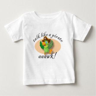 Camiseta Para Bebê Conversa como um papagaio do pirata