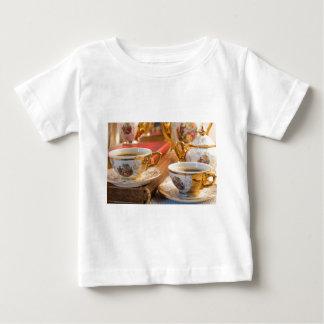 Camiseta Para Bebê Copos de café retros da porcelana com café quente