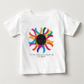 Camiseta Para Bebê Cor de texto total da corona do eclipse 2017 solar
