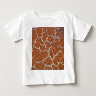 Camiseta Para Bebê Cor velha de russet no concreto