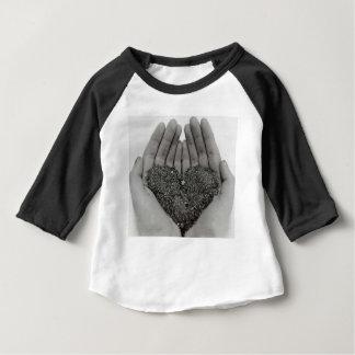 Camiseta Para Bebê Coração em minhas mãos