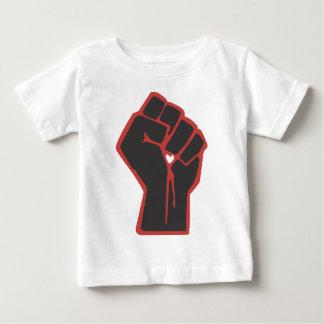 Camiseta Para Bebê Coração levantado do revolucionário do punho