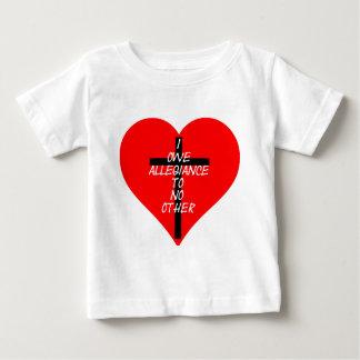 Camiseta Para Bebê Coração vermelho e cruz de IOATNO