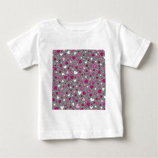 Camiseta Para Bebê Corações dispersados