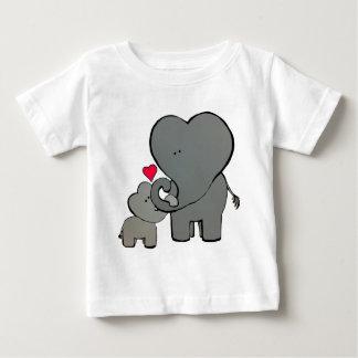 Camiseta Para Bebê Corações do elefante - um amor inesquecível