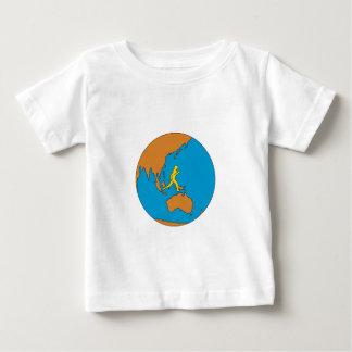 Camiseta Para Bebê Corredor de maratona que funciona em torno do