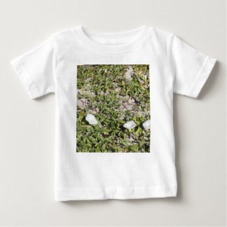Camiseta Para Bebê Corriolas adiantadas da areia da praia