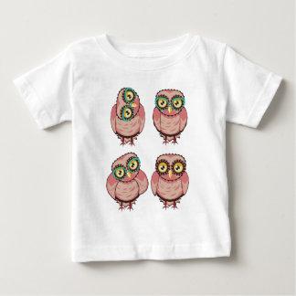 Camiseta Para Bebê Coruja curiosa em vidros da cerceta