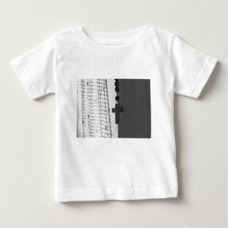 Camiseta Para Bebê Cruz branca preta