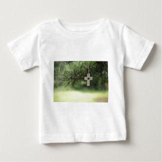 Camiseta Para Bebê cruz e coração