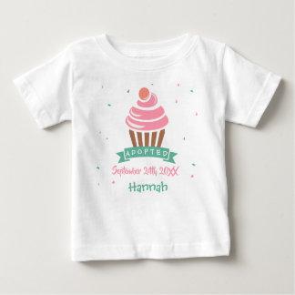 Camiseta Para Bebê Cupcake adotado - data conhecida feita sob