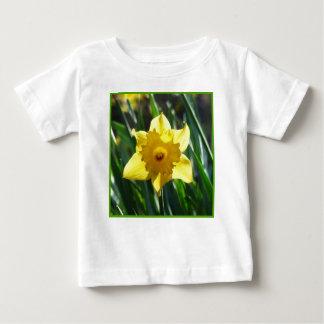 Camiseta Para Bebê Daffodil amarelo 03.0.g