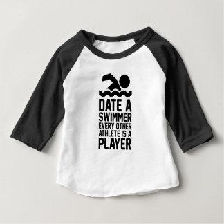Camiseta Para Bebê Date um nadador