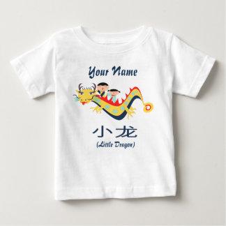 """Camiseta Para Bebê De """"t-shirt inglês chinês de voo pouco dragão"""""""