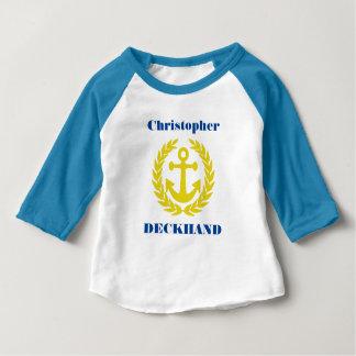 Camiseta Para Bebê Deckhand com nome do barco e motivo da âncora