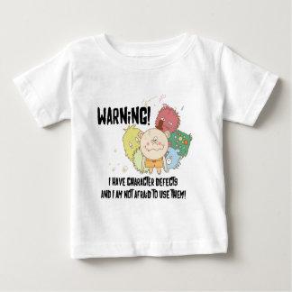 Camiseta Para Bebê Defeitos de caráter no roupa leve
