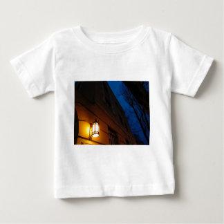Camiseta Para Bebê Defendendo fora a noite