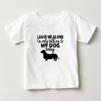 Camiseta Para Bebê deixe-me sozinho, mim estão falando a meu cão hoje