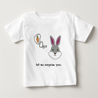Camiseta Para Bebê Deixe-me surpreendê-lo