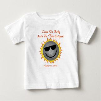 Camiseta Para Bebê Deixe-nos fazer o bebê do eclipse