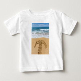 Camiseta Para Bebê Desenho da palmeira no Sandy Beach